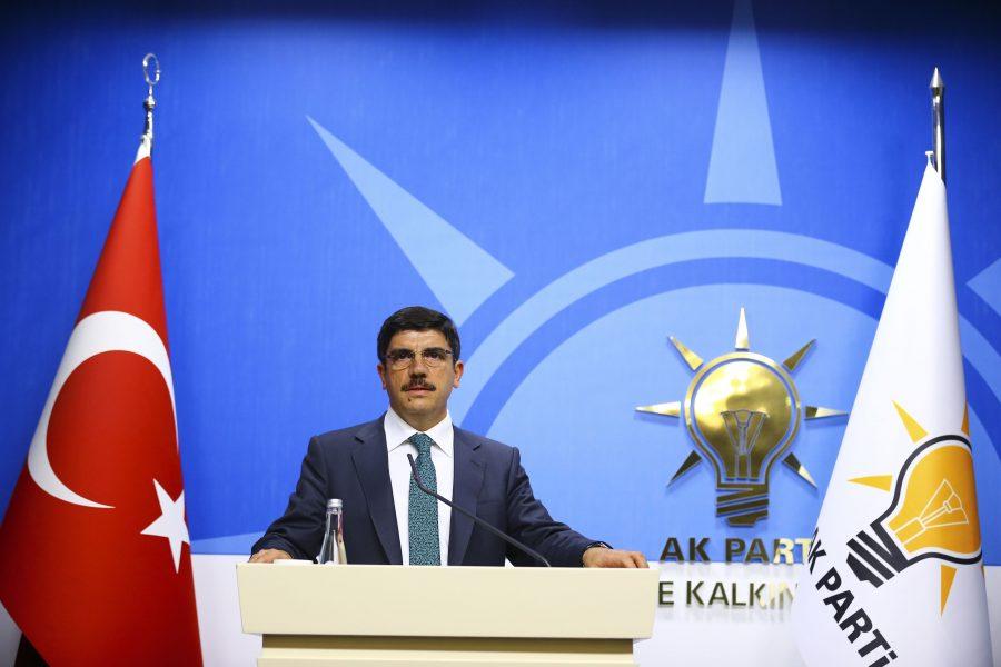 Yasin Aktay: Bugün ya da yarın veya birkaç saat sonra Türkiye Afrin'e girecektir