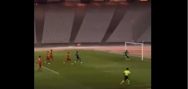 VİDEO | Eskişehirspor kalecisi 70 metreden gol attı