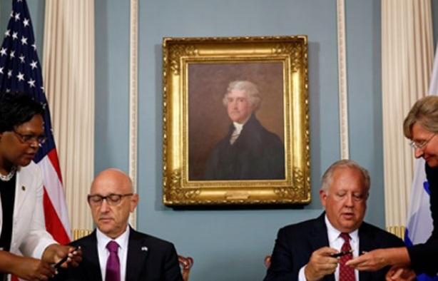 ABD tarihinin en büyük dış yardım anlaşmasını imzaladı