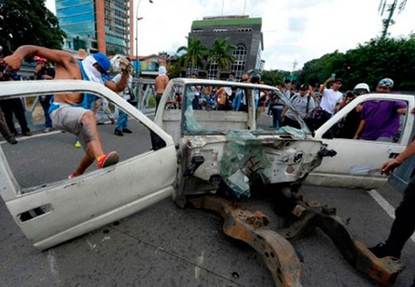 Venezuela Dışişleri Bakanı: Bir katliamı önledik
