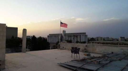 Tel Abyad ABD denetiminde: Bayrağı Amerikalılar dikmiş!