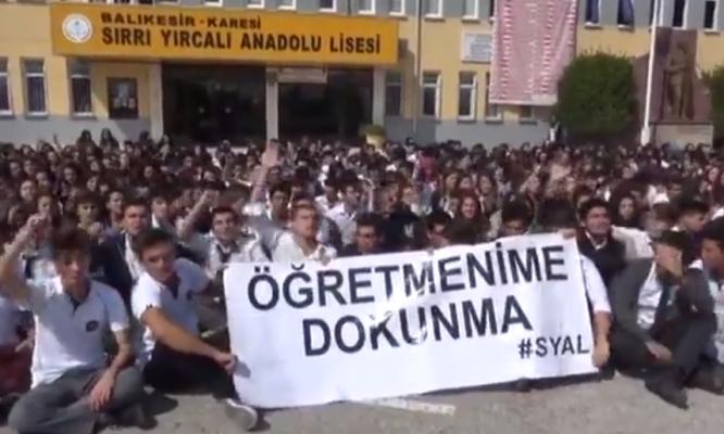 VİDEO | Balıkesir Sırrı Yırcalı Anadolu Lisesi öğrencileri öğretmenlerine sahip çıkıyor!