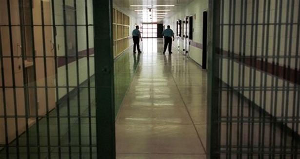 Sahte doktor cezaevinden firar etti