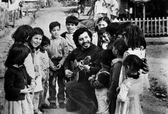 16 Eylül 1973: Victor Jara dudaklarında şarkıyla öldü