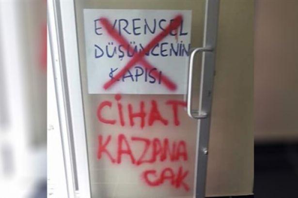 İstanbul'da cemevi kapısına cihatçı yazılama!