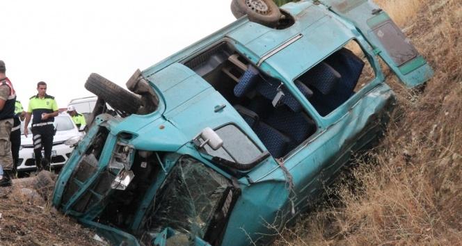 Sağlık emekçilerini taşıyan minibüs takla attı: 2 hemşire hayatını kaybetti