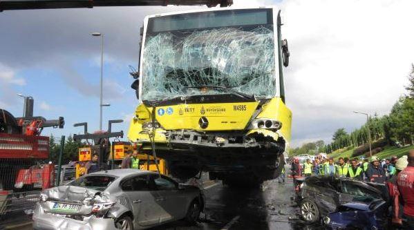 Acıbadem'deki büyük kazada metrobüste olan Ekşi Sözlük yazarının gözünden olay anları