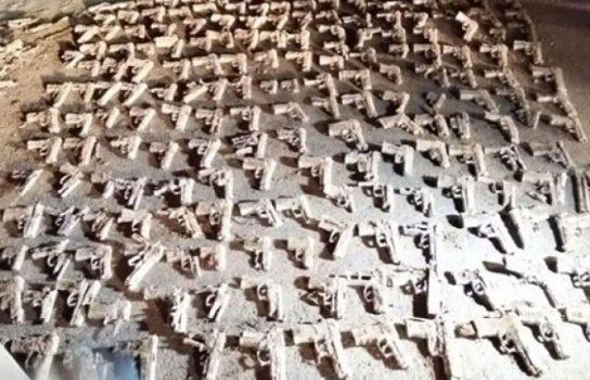 İstanbul'da toprağa gömülü yüzlerce tabanca bulundu!