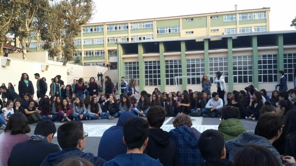 Kadıköy Anadolu Lisesi öğrencileri eylemde: Bu oyunu reddediyoruz!