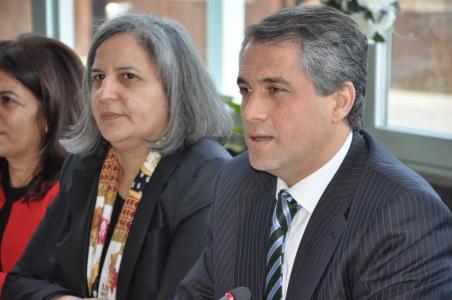 Diyarbakır Belediye Eş Başkanları Gültan Kışanak ve Fırat Anlı gözaltına alındı!