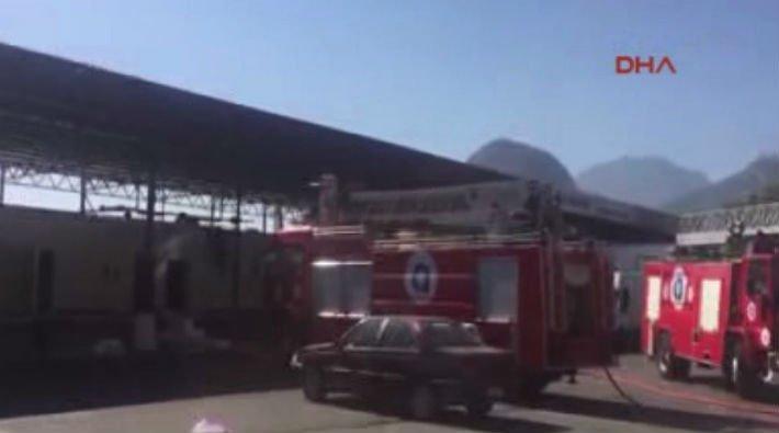 Kemer'de balıkçı barınağına roket atıldı