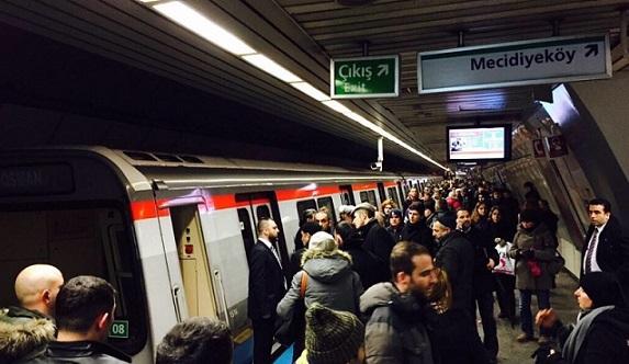 İBB'den bir tuhaf yenilik: Artık metroda nikah kıyılacak