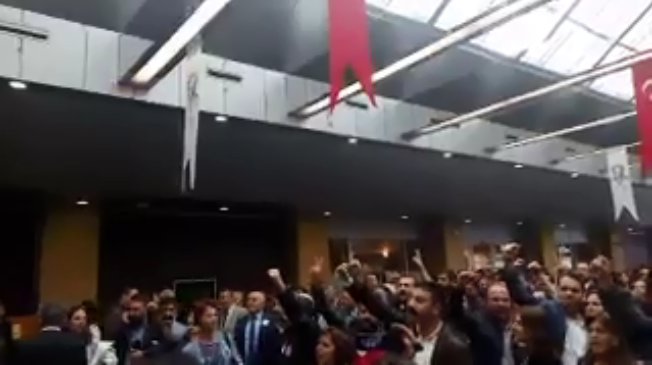 VİDEO | İstanbul Barosu seçimlerinde TBMM Başkanı Kahraman'a Che Guevara protestosu