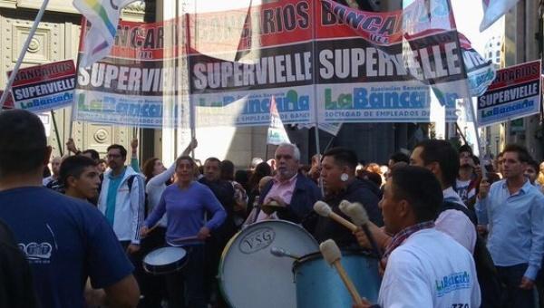 Arjantin'de bankacılar greve çıkıyor