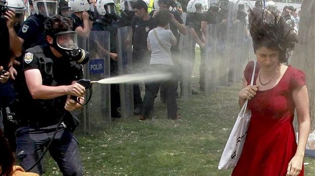 'Kırmızılı kadın'ı gaza boğan polis de'FETÖ'yü bahane etti