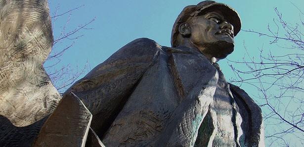 Akçakoca kıyılarına vuran Lenin heykeli film oluyor