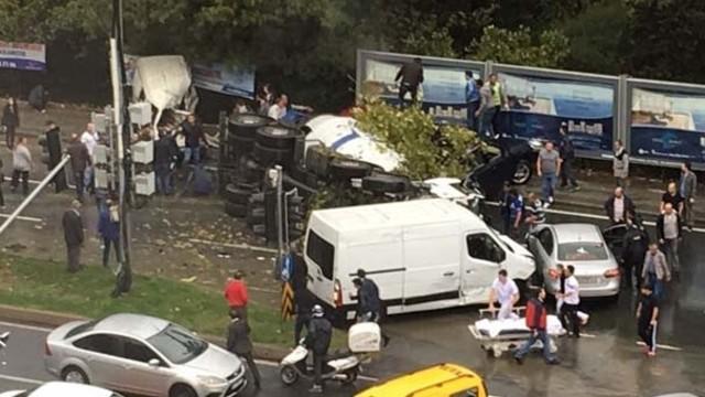 VİDEO   Maslak'ta büyük kaza