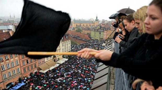 Polonya'daki kadın direnişine Türkiye'den selam...