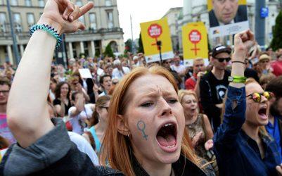 Kürtaj hakkı için Polonyalı kadınlar greve çıkıyor