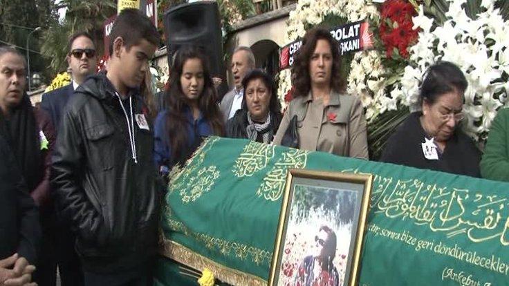 Arif Sağ'ın eşi Yıldız Sağ son yolculuğuna uğurlandı