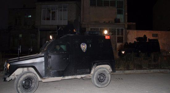 AKP ilçe binasına bombalı saldırı!