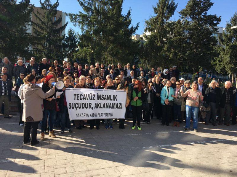 Sakarya'da kadınlar tecavüz önergesine karşı sesini yükseltti: AKP elini çocuklardan çek!
