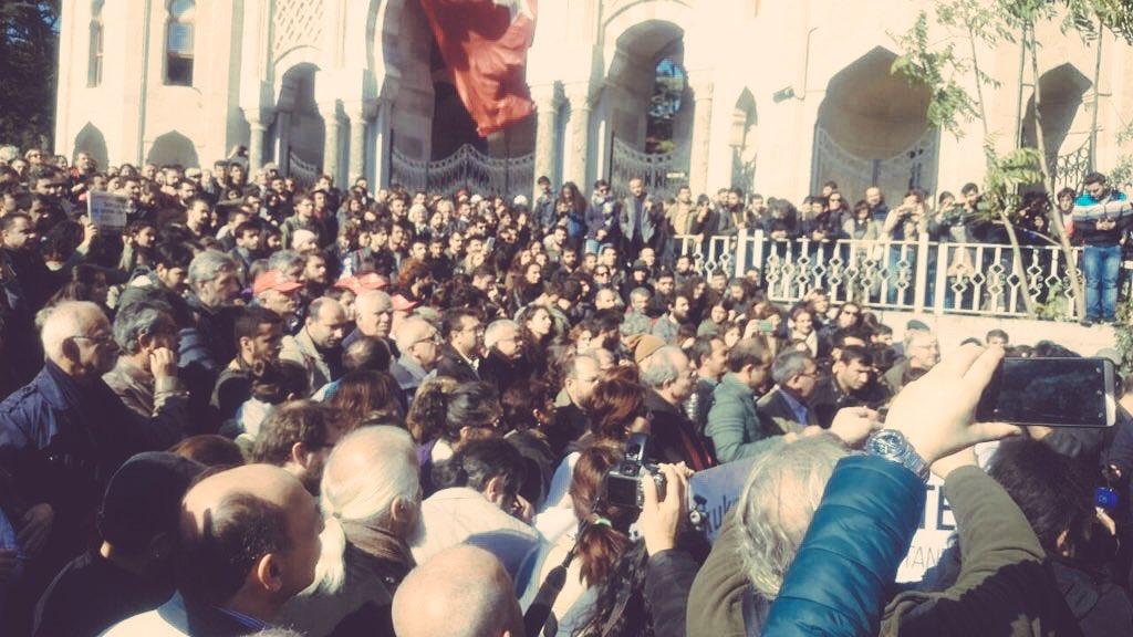 VİDEO HABER | Beyazıt'ta KHK protestosu: Üniversiteler akademisyenlerindir, çalışanlarındır, öğrencilerindir