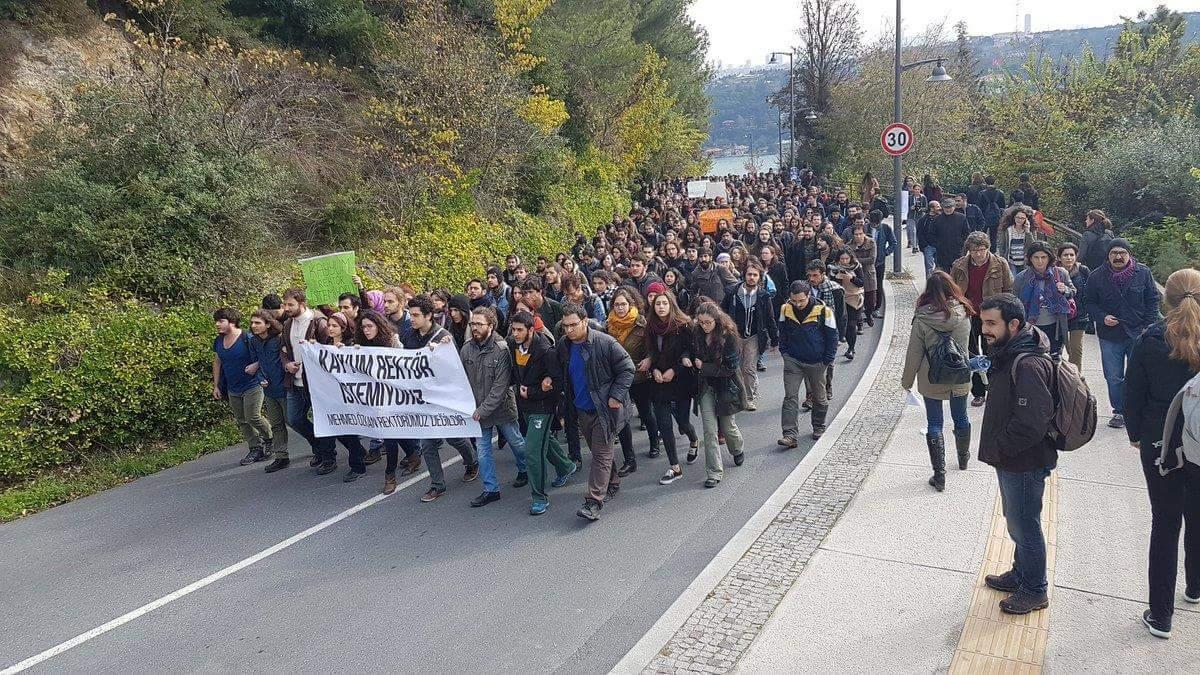 VİDEO | Boğaziçi Üniversitesi'nde'kayyım rektör' protestosu: Öğrenciler gözaltına alındı