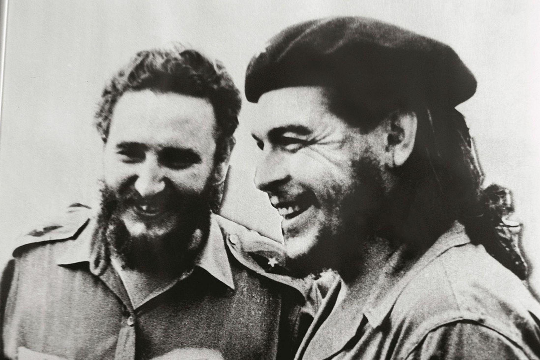 2 Aralık - Fidel ve Che Guevara Granma yatıyla Küba'ya çıktı
