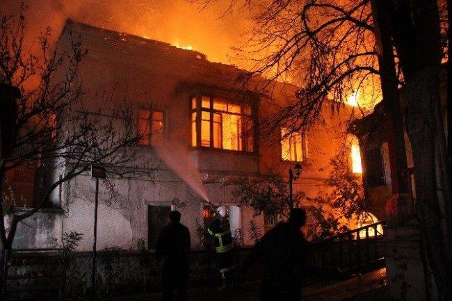 Aydın'da genelev yangını: Ölü ve yaralılar var