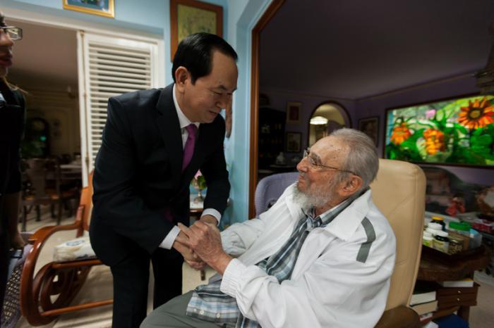 Vietnam liderinden Fidel Castro'ya ziyaret