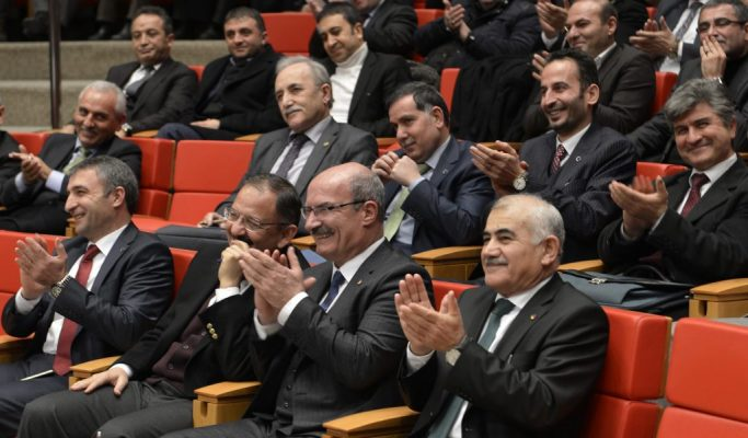 Yüzsüz inşaat patronları AKP'ye sızlandı: Cebimiz tırnak yarasına döndü