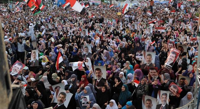 Mısır'da 'Sisi darbesi'ne karşı çıkanlara hapis cezası verildi