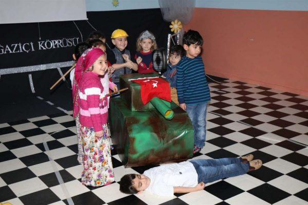 Çocuk istismarında son nokta: Anaokulu çocukları tank önüne yatırıldı!