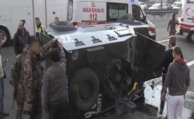 Basın Ekspres yolunda özel harekatçıları taşıyan araç devrildi