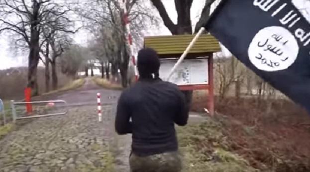 VİDEO | IŞİD bayrağıyla ülke sınırını geçti