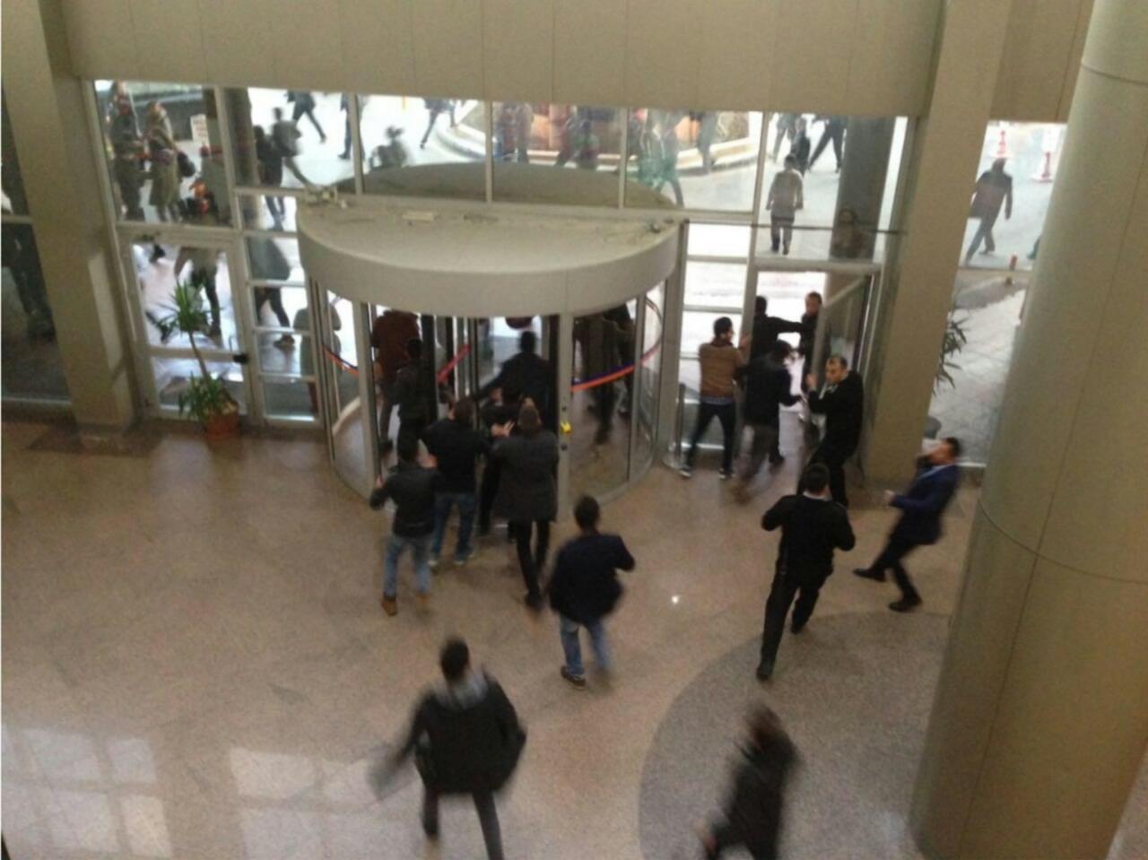 Akdeniz Üniversitesi'nde öğrencilere bıçaklı saldırı
