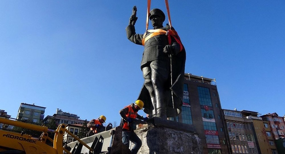 Atatürk anıtı kalktı,'AKİT'in ağzı kulaklarında: