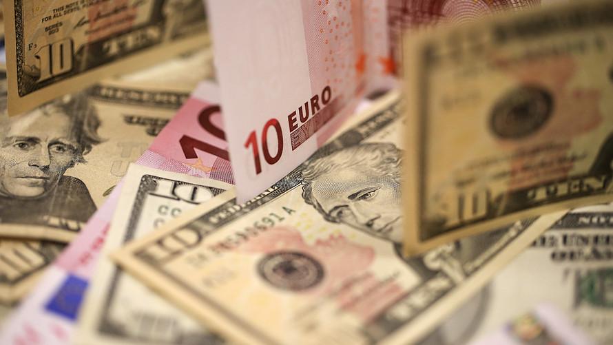 Dolar ilk kez 4 lirayı geçti, Euro 5 liraya dayandı