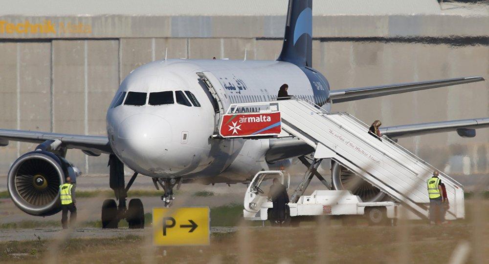 118 yolcu taşıyan Libya uçağı kaçırıldı