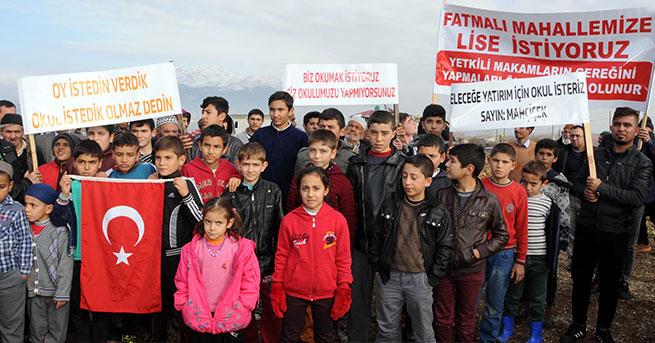 22 yıldır bitmeyen okul inşaatı için eylem