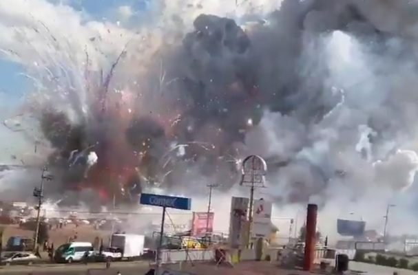 VİDEO | Meksika'da havai fişek pazarında patlama