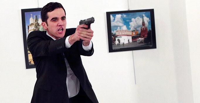 'Çılgın Gülenci' teorisine inanan yok: İşte Büyükelçi suikastine ilişkin Rusya'da konuşulanlar...