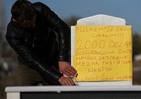 Dolar protestosuna bir destek de mezarcılardan: Dekontu getir, mezar taşını götür