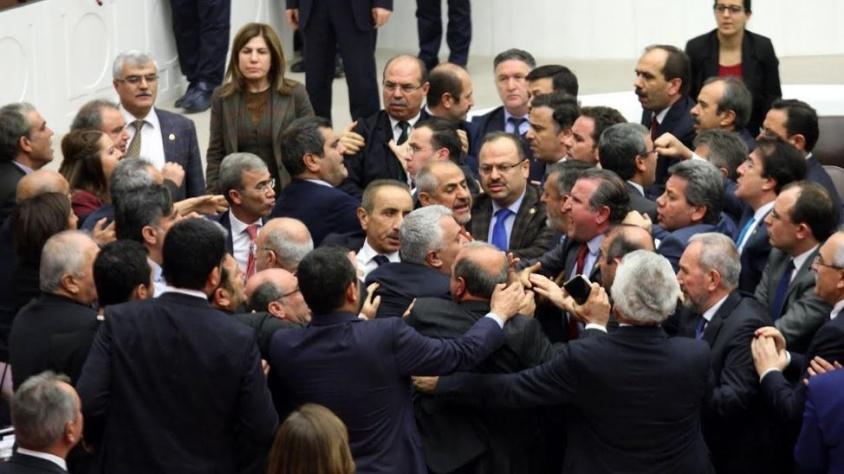 Yumruklu kavganın ardından Meclis'te olağanüstü toplantı