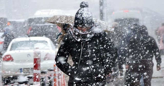 AKOM'dan İstanbul'a uyarı: Kuvvetli kar yağışına fırtına da eşlik edecek