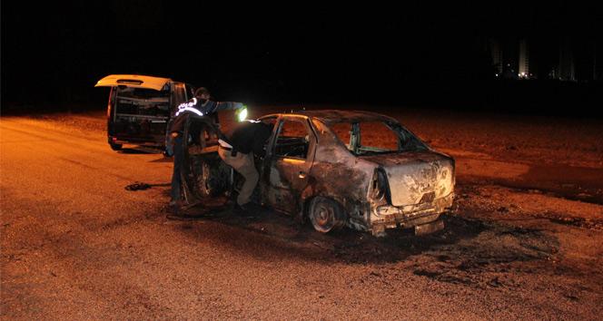 Taksiciyi dövüp, aracını yaktılar