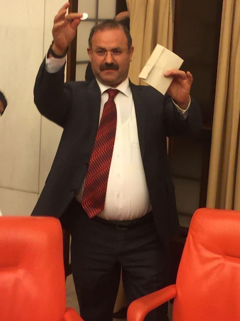 VİDEO | Meclis karıştı, AKP'li vekiller açık oy kullandı