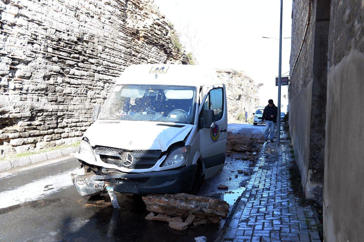 İstanbul'da tarihi surlar yola çöktü!