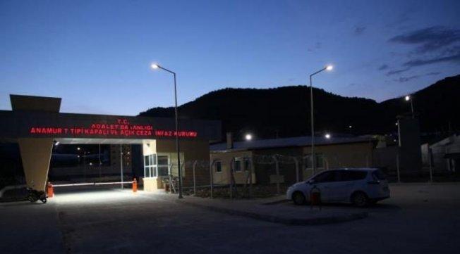 Mersin'de cezaevi lojmanına silahlı saldırı